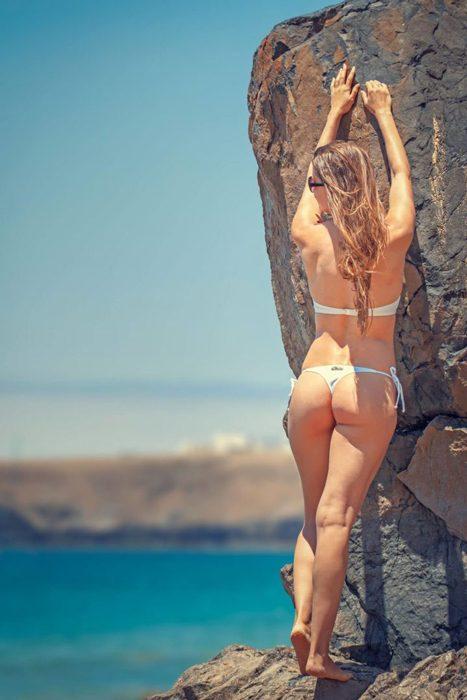 stripper-model-blonde-beach-height-700